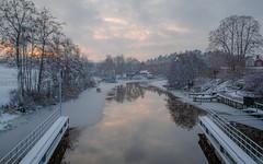 Winter, a new time... (RdeUppsala) Tags: fyris river río uppsala uppland ricardofeinstein naturaleza nature natur nubes nieve moln snow snö water winter vatten vinter invierno ice is hielo paisaje reflejo reflection spegling bridge bro puente ngc