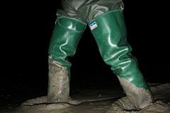 Daiwas get stuck in (essex_mud_explorer) Tags: waders rubber boots thighboots thighwaders watstiefel cuissardes daiwa coarsefisher green coarsefisherfordaiwa hunter gates vintage mud muddy mudflats creek estuary tidal wadingthroughmud walkinginmud walkingthroughmud