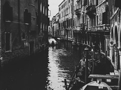 190703-151 Venise (clamato39) Tags: olympus venise italie italy europe voyage trip canal eau water urban urbain ville city blackandwhite bw monochrome noiretblanc