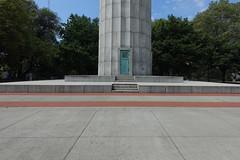 Prison Ship Martyrs Monument (Blinking Charlie) Tags: prisonshipmartyrsmonument fortgreenepark brooklyn newyorkcity nyc newyork usa 2019 sonydscrx100m3 blinkingcharlie entrance door column plaza