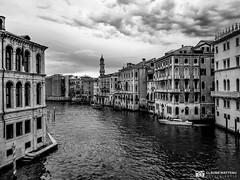 190703-146 Venise (clamato39) Tags: samsung venise italie italy europe voyage trip canal eau water ciel sky clouds nuages blackandwhite bw monochrome noiretblanc urban urbain city ville