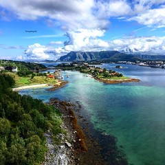This is a older photo from me, but this week Visit Helgeland wanted it for publishing, I saw they did it in Instagram. Photo I took from the Bridge in Bronnøysund in Summer 2017 (Tommysfotografie) Tags: visithelgeland skandinavien scandinavie scandinavia europe europa zee sjø mer meer mare mar coastline seacoast sea colorsplash behindthelens seascape landscapeview landscapephotography landscapephoto landscapeperfection landscapeshot landscapepicture landschaft landschap landscape mountains mountainview sund bridge atlantic coast fjordnorway fjord zomer sommer summer norvegia norway noorwegen norwegen norge nordnorge northernnorway helgeland bronnøysund