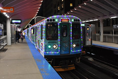 Christmas in the city (Robby Gragg) Tags: cta electric mu 2897 holiday train chicago
