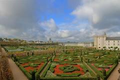Villandry (hervétherry) Tags: france centrevaldeloire indreetloire villandry canon eos 7d efs 1022 chateau castle jardin garden nuage cloud