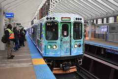 A Chicago tradition (Robby Gragg) Tags: cta electric mu 2893 holiday train chicago