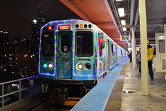 Roosevelt (Robby Gragg) Tags: cta electric mu 2897 holiday train chicago