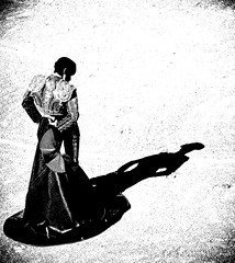 Alejandro Talavante (aficion2012) Tags: francia france arles corrida bullfight artofbullfighting juan pedro domecq pâques provence tauromachie tauromaquia alejandro talavante monochrome duotone blackwhite bw shadow capote torero matador toreador pose