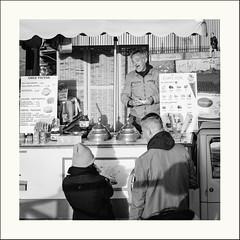 Joie de vivre (Napafloma-Photographe) Tags: 2019 cielmétéo france géographie métiersetpersonnages natureetpaysages paris personnes techniquephoto glace napaflomaphotographe photoderue photographe province streetphoto streetphotography ville