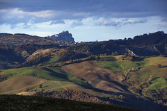 _IMG3414 (polipao) Tags: montefeltro marche ilobsterit colline hills cielo sky nuvole clouds quiete quiet panorama paesaggio campi field boschi woods casadicampagna countryhouse country