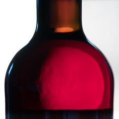 RED! (m_laRs_k) Tags: abstrakt abstract rod wijn fles gegenlicht backlit flasche bottle food red wine ellmendinger keulebuckel kabinett schwarzriesling 2017 z zooom zorro germany home heimat macromondays rotwein rot vinrouge rosso 葡萄酒 кра́сное вино́ кра́сноевино́ vinotinto vinhotinto winoczerwone