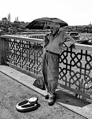 Weighing persons (gerard eder) Tags: world travel reise viajes europa europe turkey turquia türkei istanbul estambul people peopleoftheworld städte street streetlife streetart urban urbanlife urbanview city ciudades cityscape cityview brücken bridges puentes scales outdoor portrait