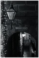 Barrie Close, Royal Mile, Edinburgh (S.R.Murphy) Tags: edinburgh fujifilmxf35mmf2 night nov2019 urban urbanlandscape fujifilmxt2 nightphotography socialdocumentary streetphotography barriesclose barrieclose royalmile streetlights