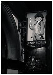 Deacon Brodie's Tavern, Royal Mile, Edinburgh (S.R.Murphy) Tags: edinburgh fujifilmxf35mmf2 night nov2019 urban urbanlandscape fujifilmxt2 nightphotography socialdocumentary streetphotography tavern pub sign deaconbrodiestavern bnw bw blackandwhite monochrome