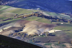 _IMG3417 (polipao) Tags: montefeltro marche ilobsterit colline hills cielo sky nuvole clouds quiete quiet panorama paesaggio campi field boschi woods casadicampagna countryhouse country