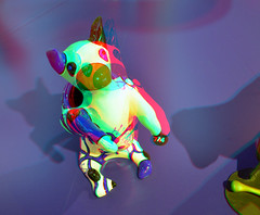 Dog-vase by Niki de Saint Phalle 3D (wim hoppenbrouwers) Tags: dogvase nikidesaintphalle 3d anaglyph stereo redcyan 74