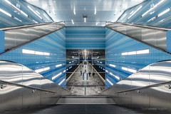 Into the big blue we shall lose ourselves (bjoernahrensfotografie) Tags: hamburg ubahn subway train station zug architecture architektur abstrakt abstract symmetry leadinglines underwater water wasser unterwasser