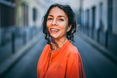 PORTRAIT MARGOT - ACTRICE (valentin.nauton) Tags: valentin nauton portrait portraiture actress comédienne actrice black hair street smile book paris french france woman femme