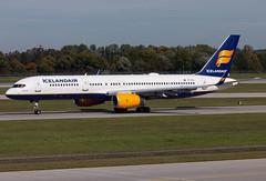 TF-FIS Icelandair B752 (twomphotos) Tags: plane spotting eddm muc rwy26r icelandair boeing b752