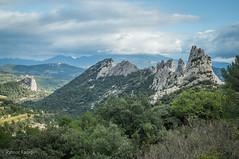 Les Dentelles de Montmirail (Patrice Fauré) Tags: lesdentellesdemontmirail mont ventoux vaucluse montsduvaucluse provence provencealpescôtedazur randonnée hiking sonya57 sony sonyalphadslr minoltadynaxaf28mmf28 minolta