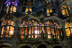 Everytime I pass by  ♪♫ (Fnikos) Tags: city building architecture modernism modernismo decor decoration column wall window balcony color colour colores colours colors light dark shadow shadows casabatlló night nightview nightshot gaudí barcelona people outside outdoor