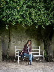 Mariëlle, Devon 2019: Bench under the trees (mdiepraam) Tags: marielle dorset 2019 saltram nationaltrust portrait pretty gorgeous attractive mature fiftysomething brunette woman lady milf elegant classy scarf jeans denim boots