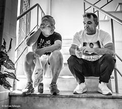 Hablando (Bart van Hofwegen) Tags: men people talk talking conversation stairs sit sitting friends friendship friend blackandwhite monochrome street streetphotography candid