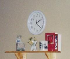 ** L'heure chez Clo ** (Impatience_1) Tags: horloge clock reloj orologio relogio uhr temps time heure bibelot decoration ornement ornament impatience numérisée scanned abigfave supershot coth coth5
