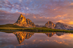 Sunrise at Passo di Giau (Alexander Lauterbach Photography) Tags: dolomites dolomiten dolomiti italy mountains sunrise reflection landscape nature sony a7r