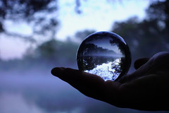 DENTRO. (NIKONIANO) Tags: surreal dedans dentro inside bola cristal paisaje camécuaro michoacán méxico sergioalfaroromero lagodecamécuaro enmichoacán morning mañana riodesueños ici aquí regiónzamora