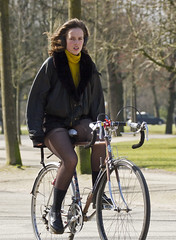 cold outside (Henk Overbeeke Atelier54) Tags: girl street candid bike bicycle bicicletta vélo fiets fahrrad nylons drmartens cityartistsfreeart