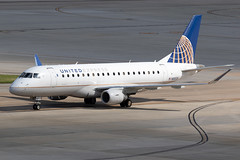United Express (Mesa Airlines) Embraer 175 N88326 KIAH 20OCT19 (FelipeGR90) Tags: embraer175 georgebushintercontinental houstonintercontinental mesaairlines superspatula unitedexpress ash airshuttle ejets e175 erj175 htx houston iah kiah n88326 yv texas unitedstatesofamerica