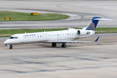 United Express (SkyWest Airlines) Bombardier CRJ-700 N793SK KIAH 20OCT19 (FelipeGR90) Tags: canadairregionaljet georgebushintercontinental houstonintercontinental skywestairlines unitedexpress bombardier cl6002c10 crj crj700 crj7 canadair htx houston iah kiah n793sk oo skw skywest texas unitedstatesofamerica