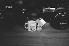 regalos de la Lone (Yutaka Seki) Tags: canona1 canonfd50mmf14 kodaktmax400 homedeveloped blazinal rodinal blackandwhite chile flag tinymug miniature gift souvenir recuerdo