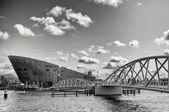 Nemo Museum Amsterdam (andreasscharr) Tags: canon canon5dmarkiv blackandwhite schwarzweis black architectur architecture ef24105mmf4lisusm holland niederlande amsterdam wasser water himmel sky monochrom einfarbig brücke bridge