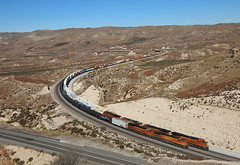 6814 +4695, Summit Scenic Overlook CA, 26 Oct 2019 (Mr Joseph Bloggs) Tags: bnsf burlington northern santa fe train treno bahn zug vlak railway railroad freight cargo merci usa united states america california 6814 4695 8185 6376 5726 8173 es44c4 ge gees44c4 gevo generalelectric general electric
