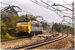 MAI en Villabona (440_502) Tags: 251 028 5128 renfe mercancías mai máquina aislada locomotora japonesa taxi lugo de llanera villabona trasona