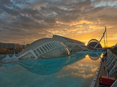 Ciudad artes y ciencias, dia del maratón (guturu) Tags: valencia ciudadartesciencias amanecer olympus olympusem1