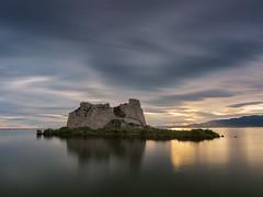 _B090101 (fjsmalaga) Tags: delta ebro rio mar agua castillo fortaleza rocas isla ngc reflejo atardecer amanecer ocaso