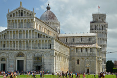 Pisa Cathedral and the Leaning Tower (Thomas Roland) Tags: europe europa italy italia italien sommer summer nikon d7000 travel rejse toscana tuscany by stadt town city pisa church katedral domkirke kirche cathedral cattedralemetropolitanaprimazialedisantamariaassunta duomodipisa torrependentedipisa leaning tower duomo