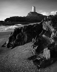 (Neil Bryce) Tags: anglesey newborough llanddwyn isalnd wales beach rocky foreshore seascape landscape religious holy cross bw black white lighthouse monochrome