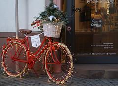 Mainz, Fischergasse, Fahrrad im Advent (bicycle in Advent) (HEN-Magonza) Tags: mainz rheinlandpfalz rhinelandpalatinate deutschland germany advent fahrrad bicycle fischergasse