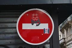 Clet_8144 rue Ribouté Paris 09 (meuh1246) Tags: streetart paris clet rueribouté paris09 cletabraham panneau