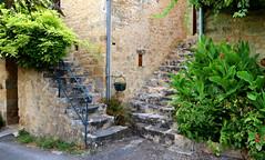 Per le antiche scale (Raffa2112) Tags: scale casedipietra francia france stonehouses stairs symmetry canoneos750d raffa2112