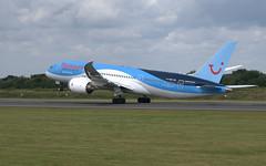 (Riik@mctr) Tags: manchester airport egcc gtuid ringway airfield runway tui airways boeing 787 msn 36424 angelofthesky