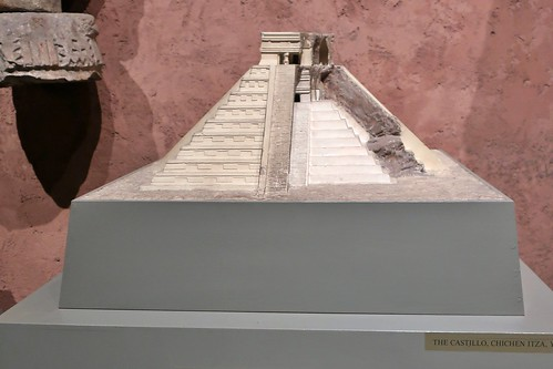 NYC - AMNH: Hall of Mexico and Central America - El Castlllo at Chichen Itza