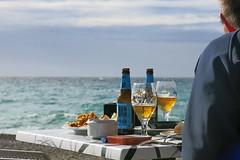 Almuerzo al sol (Micheo) Tags: spain andalucia playadelaherradura españa granada mar mediterraneansea mediterráneo agua azul magia
