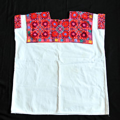 Huipil Maya Chiapas Mexico Textiles (Teyacapan) Tags: mexican textiles ropa clothing tzotzil maya chiapas huipils embroidery elbosque