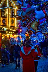 1. Advent - Markt Wernigerode (Corno3) Tags: ballons bokeh market christmas lichter newpetzval advent wernigerode 2019 weihnachtsmarkt luftballonverkäufer