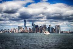 manhattan 4 (mat56.) Tags: manhattan newyork usa grattacieli skyscrapers paesaggi paesaggio landscape landscapes urban urbano città city cielo sky nuvole nubi clouds colori colors acqua water antonio romei mat56