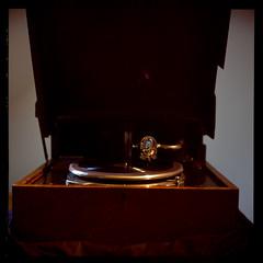 Phonograph (Jens Jacob - Hej!) Tags: twinlensrefleks fujirdpiii fuji slide mediumformat mellemformat tlr film phonograph rollei e6 v700 perfectionv700 zeiss epsonperfectionv700 6x6 120 rolleiflex28e aarhus centraldenmarkregion denmark